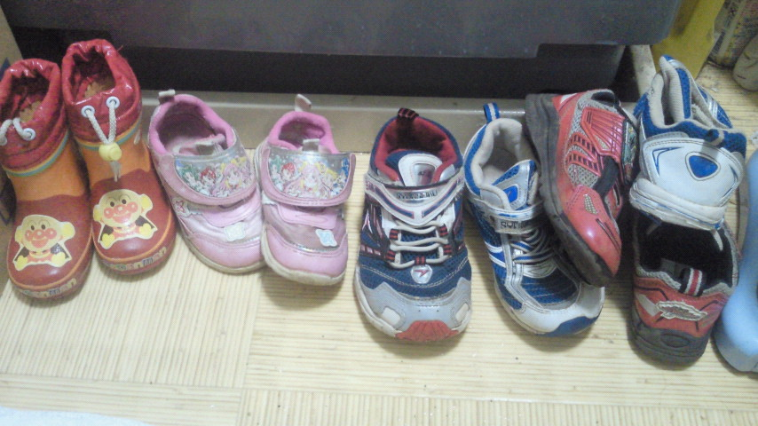 洗濯待ちの靴。